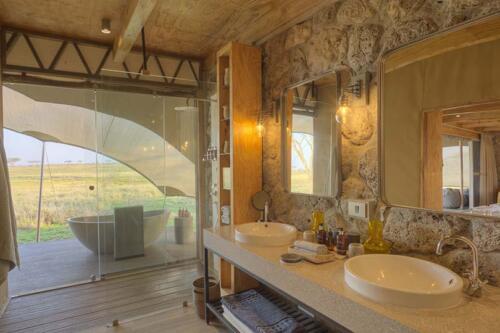 Namiri-Plains-Bathroom