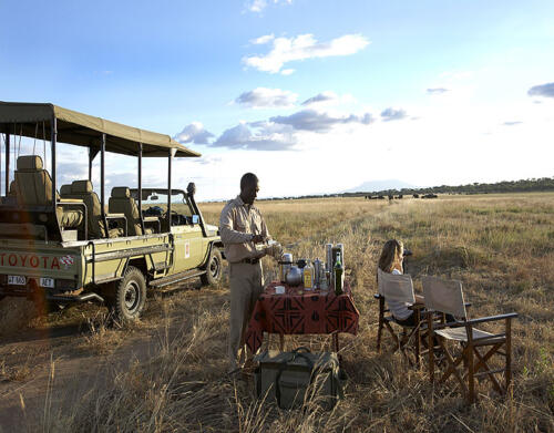 Oliver-s-Camp-game-drive-sundowner